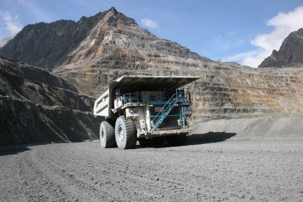 One of the 50 QSK60-powered Komatsu 930E haul trucks at Grasberg.